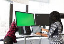 Jak wybrać odpowiedniego specjalistę analizy IT