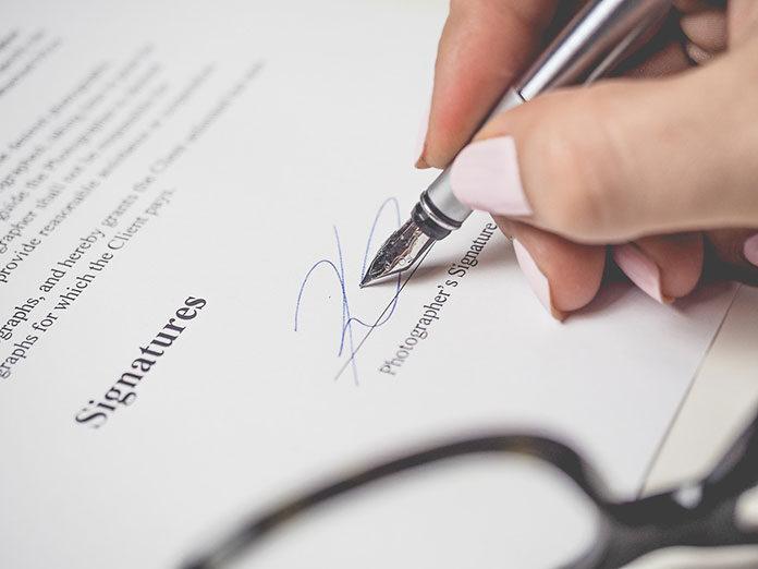 Zawieranie umów za pomocą podpisu kwalifikowanego